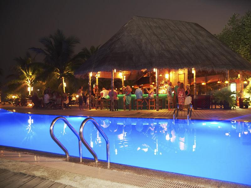 kuredu-pool-bar-exterior-view-crownmaldives