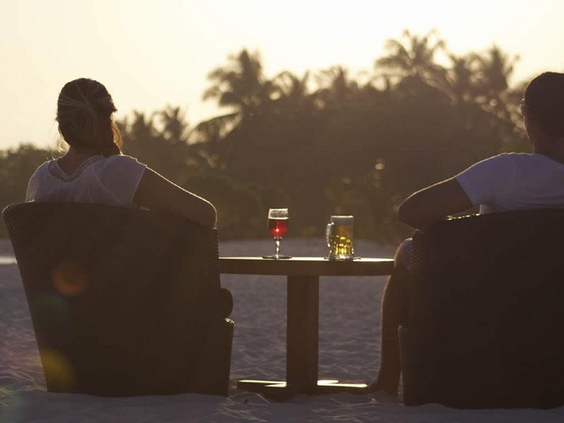 kuredu-raahlu-bar-crownmaldives