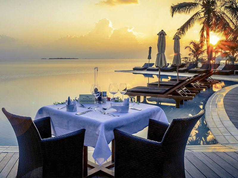 kuredu-sangu-restaurant-pool-area-crownmaldives