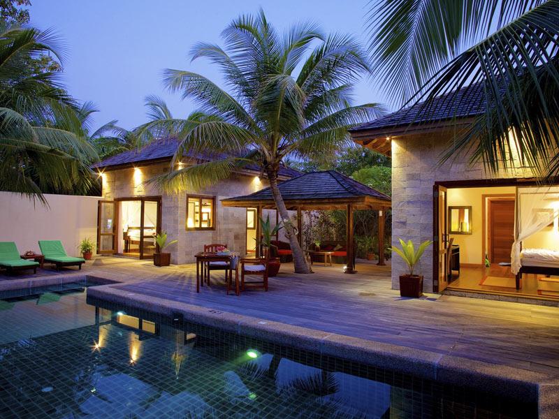 kuredu-sultan-pool-villa-pool-area-crownmaldives